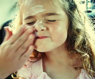 10 ways to keep your kids sun safe